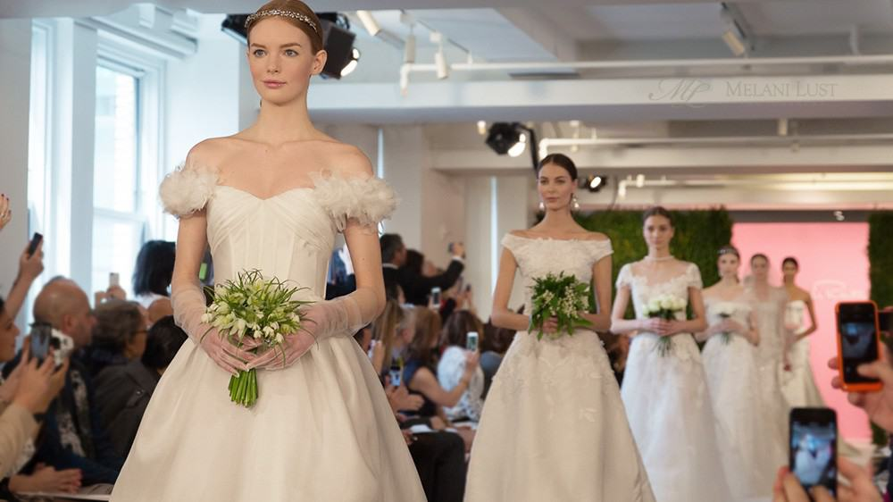 12oscardelarenta_weddingdress_newyork_bridal