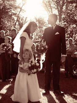Bride and groom with sun shining behind them
