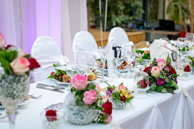 A wedding dinner table